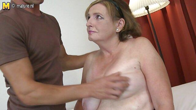 الإباحية بدون تسجيل  الجنس الخشن من افلام سكسيه افلام سكسيه اجنبيه اثنين من الرجال الساخن وفتاة ذات شعر بني.