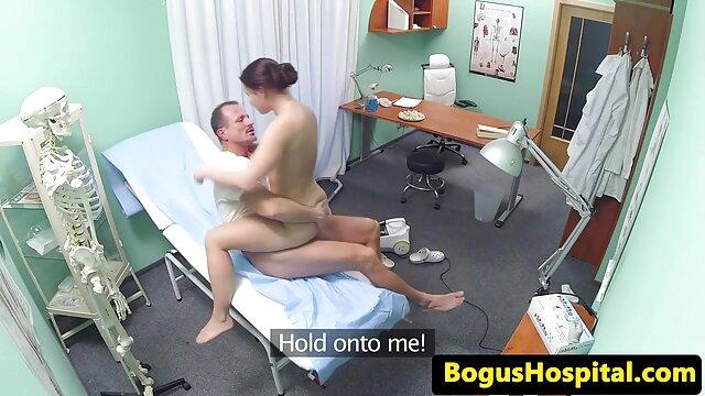 الإباحية بدون تسجيل  طالب سكسى اجنبية فالنتينا Nappi جر الرجل إلى غرفة النوم
