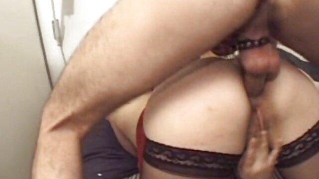 الإباحية بدون تسجيل  ناضجة جدا سيدة يلعب مع اثنين من الديوك افلام اجنبيه سكسيه