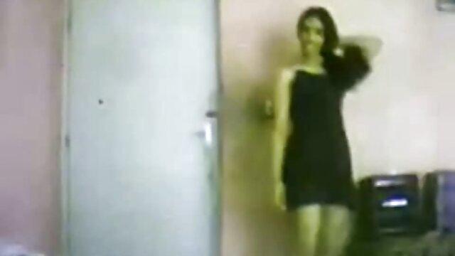 الإباحية بدون تسجيل  شاب آسيا امرأة shyly صور سكسي اجنبية مص صياح الديك مع ل نحيل شخص