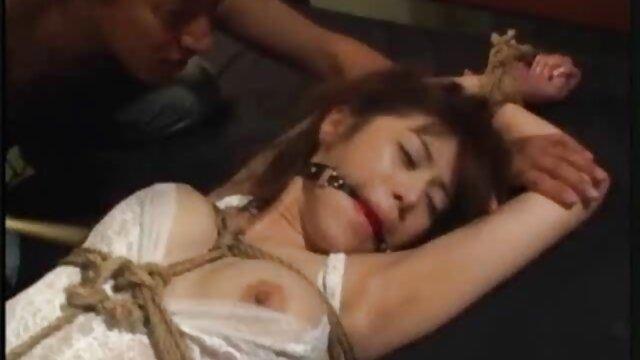 الإباحية بدون تسجيل  الساخنة سكسيأجنبية يلهون على الأريكة