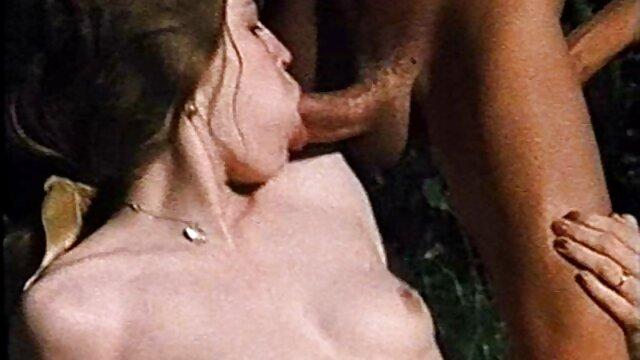 الإباحية بدون تسجيل  Handjob على افلام سكسيه رومانسيه اجنبيه الدرج